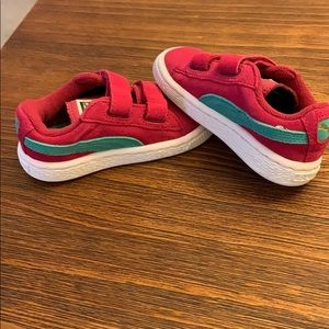 NWOT Girls Suede 2 Straps (Toddler) shoe. Size 6.
